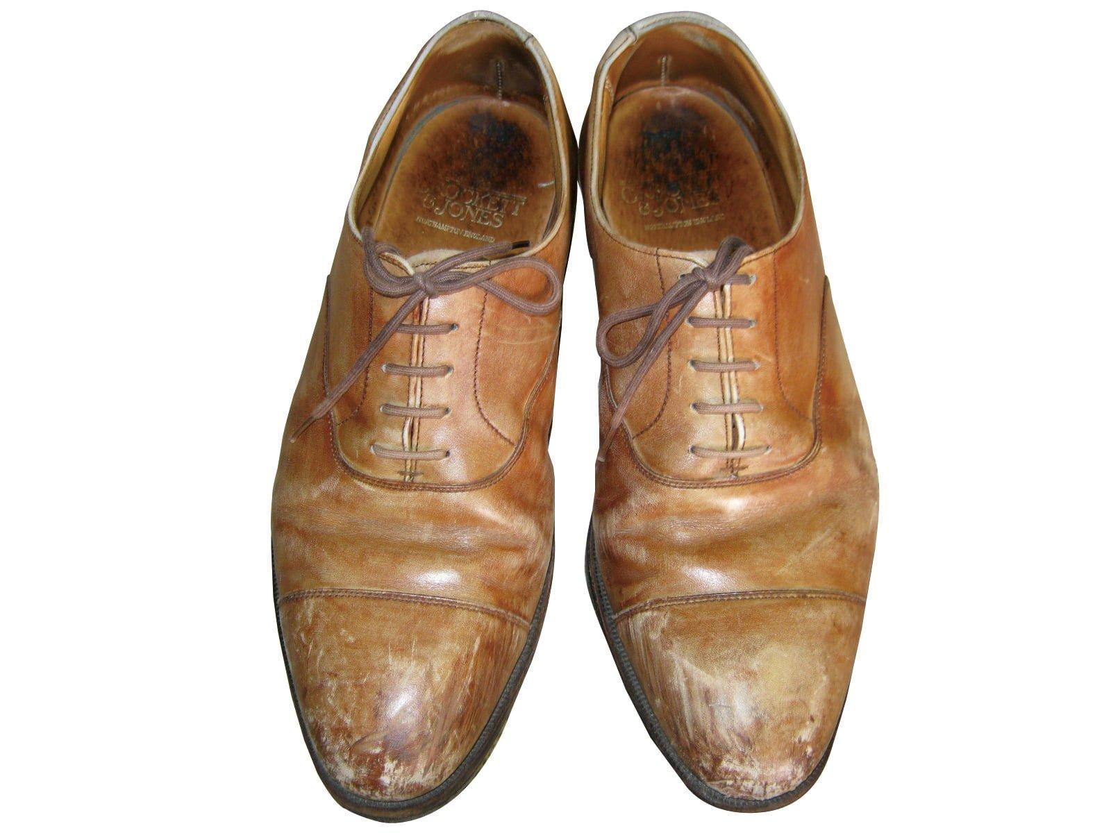 革靴のクリーニング・修理作業前